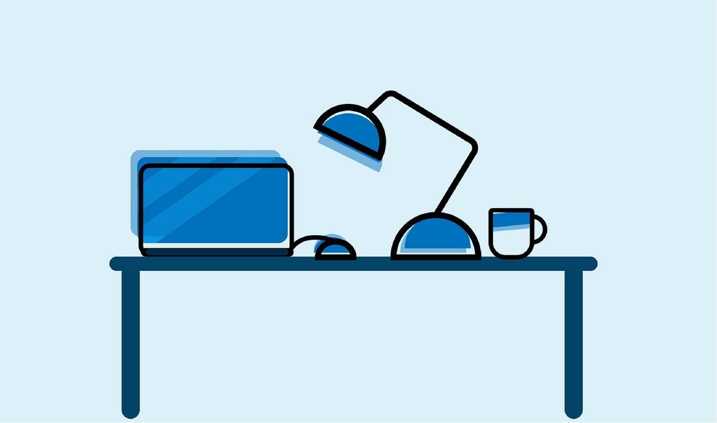 Ilustración de un computador en un escritorio